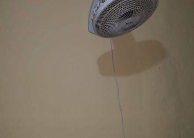 Eletricista Finalização de instalação de ventilador na parede